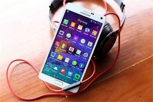 Samsung Galaxy Note 4 (giảm 500.000 đồng)    Model thế hệ thứ 4 của dòng phablet nổi tiếng do Samsung sản xuất từ 15 triệu đồng xuống còn 14,5 triệu đồng.    Note 4 là smartphone thứ hai sau Galaxy Alpha được Samsung trang bị khung sườn kim loại. Máy chỉ mỏng 8,5 mm, nặng 176 gram và sở hữu màn hình 5,7 inch độ phân giải 2K. Phiên bản bán ra tại Việt Nam sẽ được trang bị chip xử lý Exynos Octa tốc độ 1,9 GHz, RAM 3GB và bộ nhớ trong 32 GB có thể mở rộng bằng thẻ nhớ.