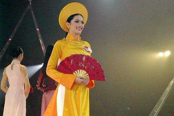 Thu Trâm là người mẫu khá có tiếng vào cuối thập niên 90. Cô đã tham gia cuộc thi Hoa hậu Việt Nam 2002 do báo Tiền Phong tổ chức và lọt vào vòng chung kết.