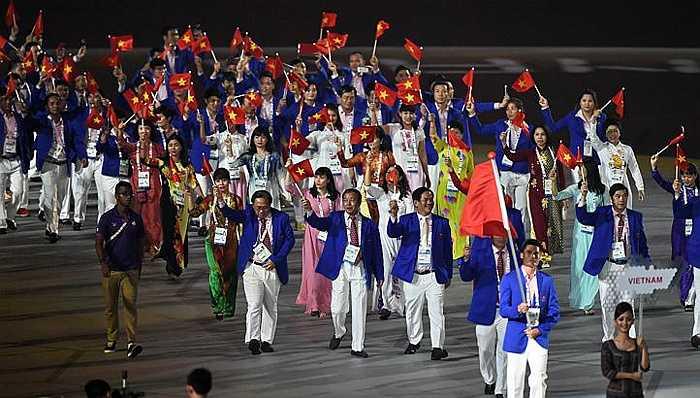 Đoàn thể thao Việt Nam tham gia diễn hành