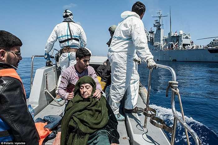 Người già cũng tham gia vào các đoàn thuyền vượt biên