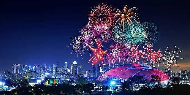 Một hình ảnh không thể tuyệt vời hơn trên bầu trời Singapore.