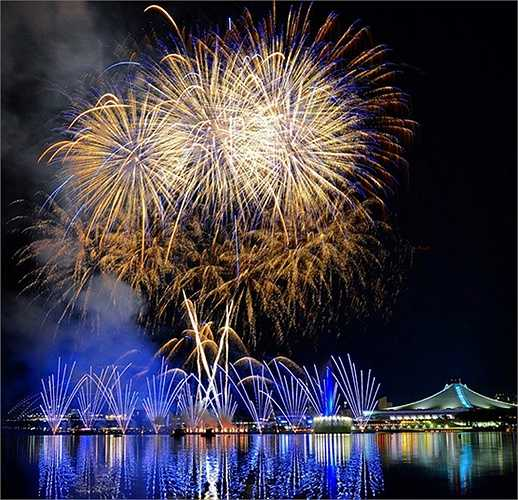 Trong đó có sự rực rỡ được tạo ra từ 5000 quả pháo hoa nghệ thuật.