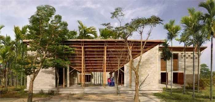 Công trình được thực hiện bởi Công ty kiến trúc quốc tế 1+1>2, KTS trưởng Hoàng Thúc Hào, KTS Phạm Đức Trung, Nguyễn Thị Minh Thủy, Lê Đình Hùng, Lê Danh Quân, Ngô Đức.