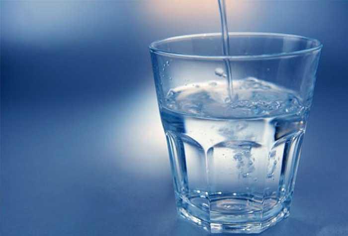 Mùa hè, vận động hoặc tập thể dục, bạn cảm thấy khát nước nên bạn muốn uống nước ngay để bù đắp cơn khát này. Nhưng bạn có biết rằng, uống nước như vậy sẽ tạo áp lực cho tim và tác động tới tim.