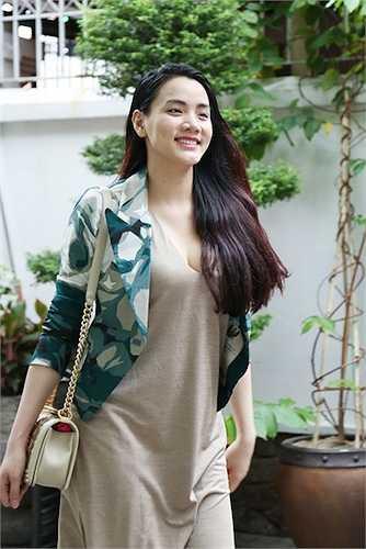 Vì thế, cô đã quyết định đến thẩm mỹ viện của người bạn thân là Hoa hậu Thu Hoài để 'tút' lại nhan sắc.