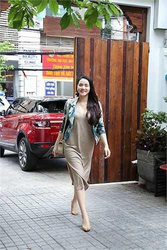 Trước đó, Trang Nhung gây chú ý khi tái xuất lần đầu hồi tháng 4 tại lễ ra mắt phim Ma Dai để ủng hộ ông xã – đạo diễn Nguyễn Hoàng Duy và Đức Thịnh đồng sản xuất.