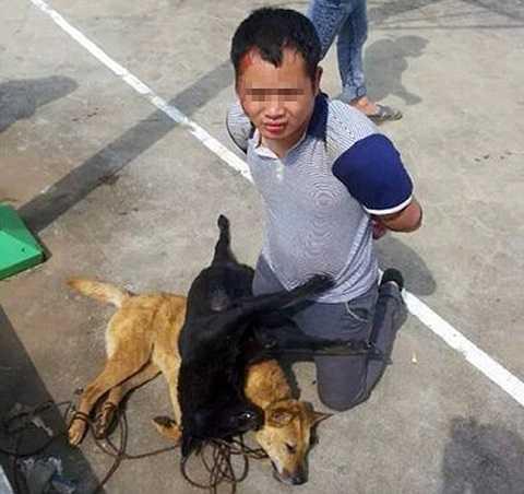 Kẻ trộm chó bị dân làng trói, đánh và không cho công an tiếp cận