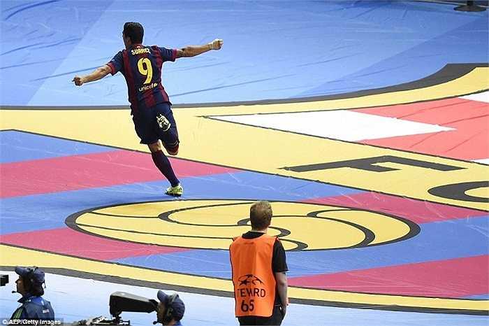 Suarez bay cao cùng Barca. Anh đã chọn đúng và Barca không nhầm khi bỏ ra khoản tiền khổng lồ để chiêu mộ chân sút lắm tài nhiều tật từ Liverpool