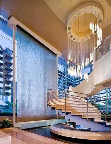 Tùy vào thiết kế ngôi nhà, hồ nước sẽ được đặt ở những vị trí khác nhau để đem lại sự hài hòa, tự nhiên.