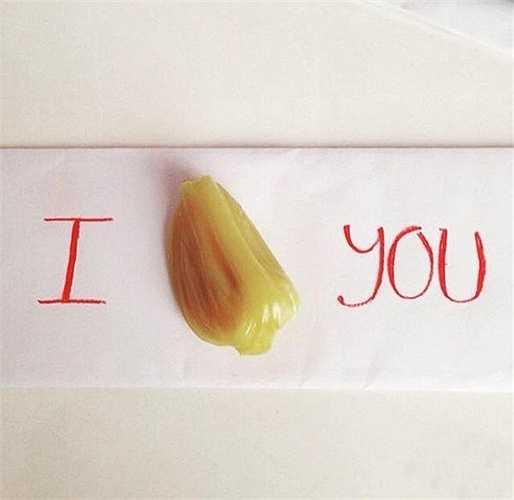 Câu đố và cũng là câu tỏ tình 'I MÍT U' lãng mạn của một số thanh niên được hiểu là 'I miss u' - 'Anh nhớ em'.