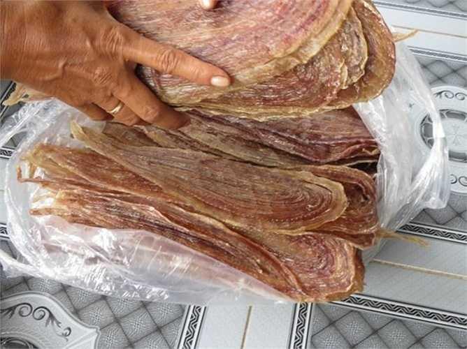 Do khó chế biến và có công thức đặc biệt riêng nên mức giá của khô rắn đắt hơn các loại đặc sản khác.