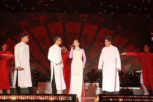 Mở đầu chương trình, MTV mang đến cho khán giả một không khí lễ hội sôi động tưng bừng và hoành tráng với mashup: Chuyện nhỏ - Yêu đời. Đây cũng là 2 ca khúc mở đầu cho phần âm nhạc thời kỳ đầu của MTV.