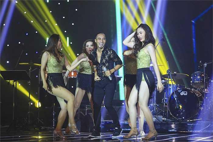 Một số phần trình diễn của các ca sỹ khách mời trong đêm thi: