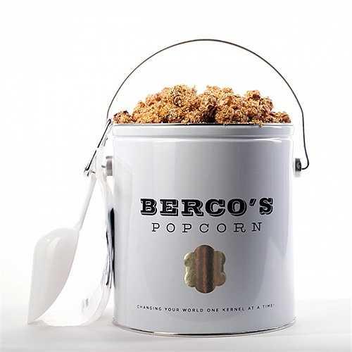 Bỏng ngô Berco – 250 USD/ gói to. Loại bỏng ngô siêu sang này được sản xuất từ các loại đường, ngô hảo hạng cũng như bơ từ hãng bơ nổi tiếng Vermont và được rắc những mảnh vàng – loại ăn được lên phía trên.