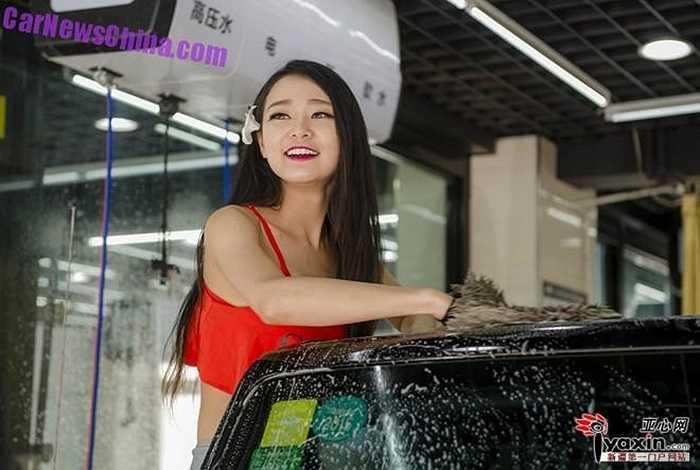 Người ta nói rằng không chỉ rửa xe, các cô gái mặc bikini xuất hiện ngày một nhiều ở thủ phủ Tân Cương, trong nhiều loại sự kiện cần sự chú ý của đám đông. (Trần Anh)
