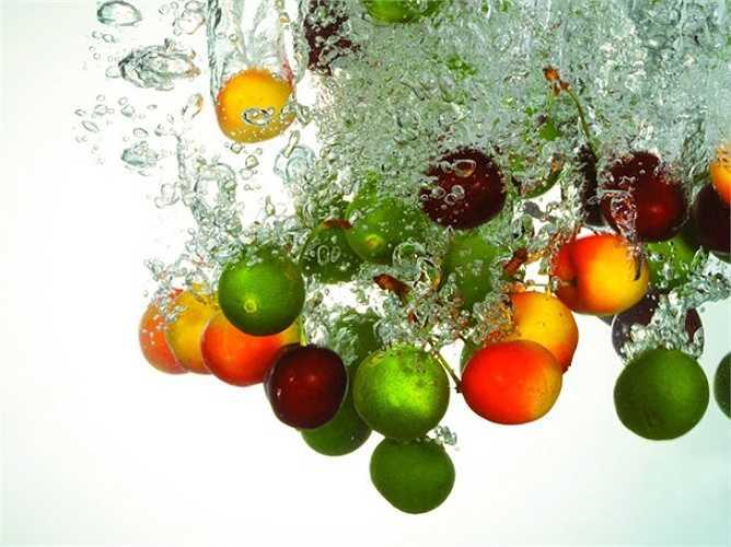 Bạn nghĩ rằng trong trái cây chứa nhiều chất xơ, vitamin nên ăn càng nhiều càng tốt, có thể ăn thay rau. Thực tế  khi cung cấp quá nhiều vitamin cho cơ thể bằng cách ăn quá nhiều bạn có thể sẽ mắc bệnh.