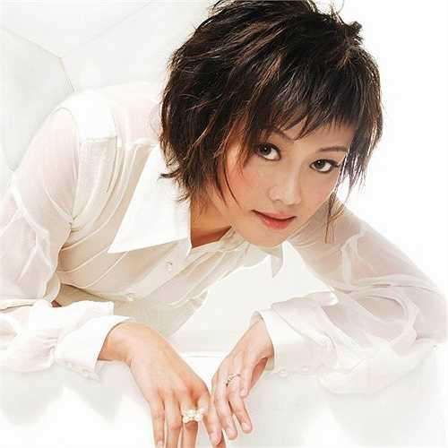 Hà Tĩnh: Nữ ca sĩ chỉ nhờ một ca khúc Trăng sáng khóc trộm mà nổi tiếng. Với ngoại hình đẹp, giọng hát hay, sự nghiệp của cô như trải hoa hồng. Chỉ không ngờ, vì yêu, cô mất tất cả.