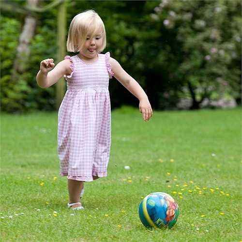 4. Là đứa con nhỏ tuổi nhất của vua Willem-Alexander và Hoàng hậu Máxima, Công chúa Ariane đứng thứ ba trong danh sách kế vị ngai vàng của Vương quốc Hà Lan.
