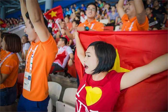 Phương Thanh đang cùng đoàn đại sứ Sea Games 28 cổ vũ tinh thần các vận động viên thi đấu tại Singapore.