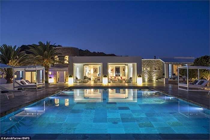 Biệt thự trên đảo có 5 phòng, với bể bơi, phòng tắm hơi tiện ích