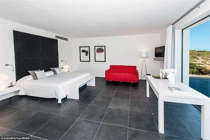 Phòng ngủ thoáng, rộng, đều là phòng đôi hướng ra biển