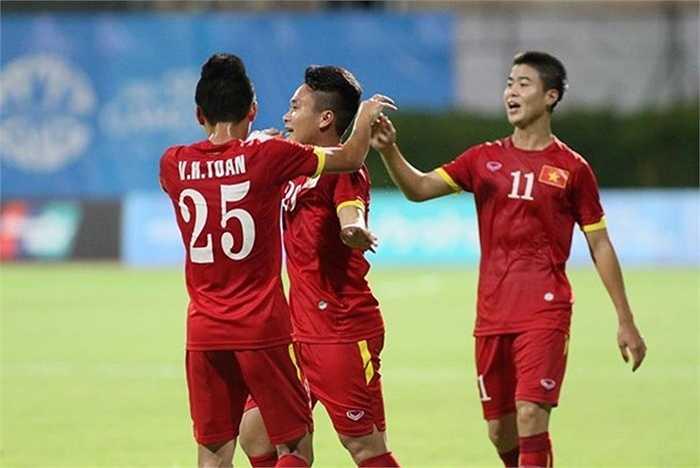 Đây là bàn thứ 2 của Ronaldo xứ Nghệ ở SEA Games 28, và nó vẫn được thực hiện bằng đầu