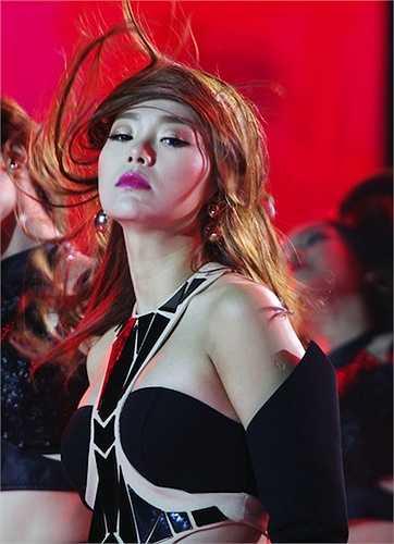 Hình ảnh nóng bỏng gần đây nhất của Minh Hằng trong một show diễn.