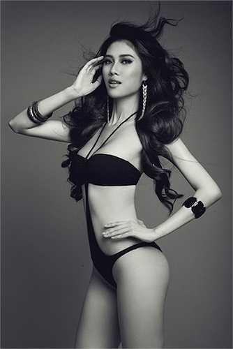 Thu Hằng là chân dài đầu tiên đoạt giải vàng Siêu mẫu Việt Nam vào năm 2002.