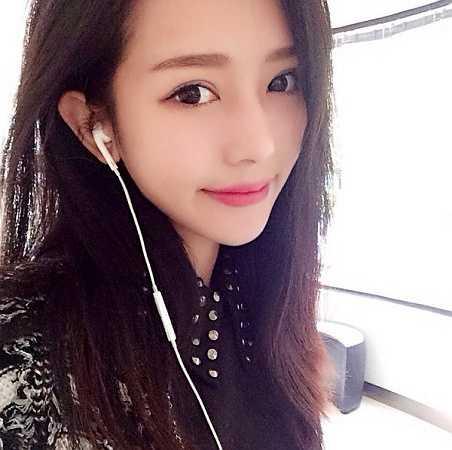 Học tập ở nước ngoài, nhưng nữ sinh luôn yêu thích những giá trị truyền thống. Cô mong muốn vẻ đẹp của Việt Nam sẽ được thế giới biết đến rộng rãi hơn.