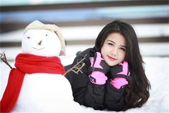 Lương Minh Tâm quê Thái Bình, đang học tại Đại học La Trobe, Australia. Cô có khuôn mặt xinh xắn, đôi mắt to tròn và làn da trắng sáng.