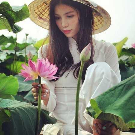 Cô cho biết mình qua Mỹ đến nay đã được gần 8 tháng. Ban đầu khó khăn lớn nhất là ngôn ngữ, mặc dù đã học Tiếng Anh từ lâu nhưng khi sang đây Hương vẫn gặp rất nhiều khó khăn trong giao tiếp, tuy nhiên hiện tại khá hơn nhiều .