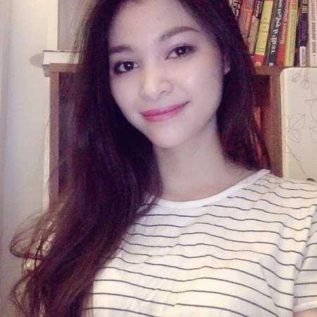 Mỹ Hương cũng từng làm mẫu ảnh khi còn học đại học. Cô cho biết sau này nếu có cơ hội làm người mẫu hay diễn viên, Hương cũng muốn thử sức.
