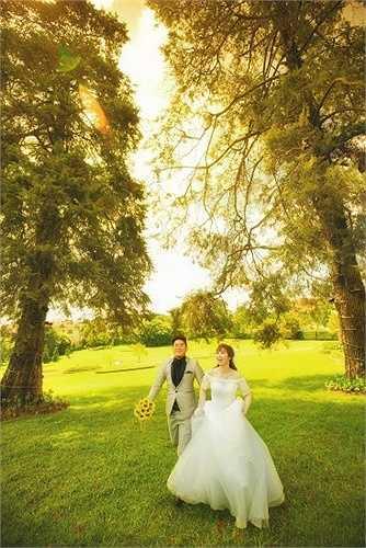 Những khoảnh khắc hạnh phúc của cặp đôi 9X tại Đà Lạt do nhiếp ảnh gia Dương Nguyễn thực hiện.