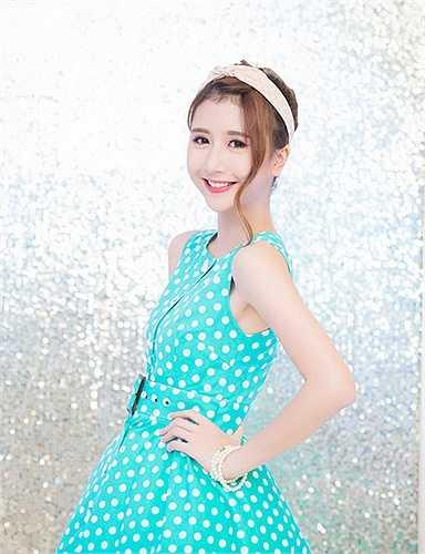 Quỳnh Anh Shyn là một hotgirl nổi đình nổi đám nhờ vẻ đẹp trong sáng, ngọt ngào.
