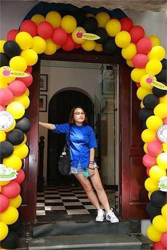 Thiện Thanh cũng được nhiều khán giả trẻ quan tâm và hiện được xem là một trong những hot girl Hà thành