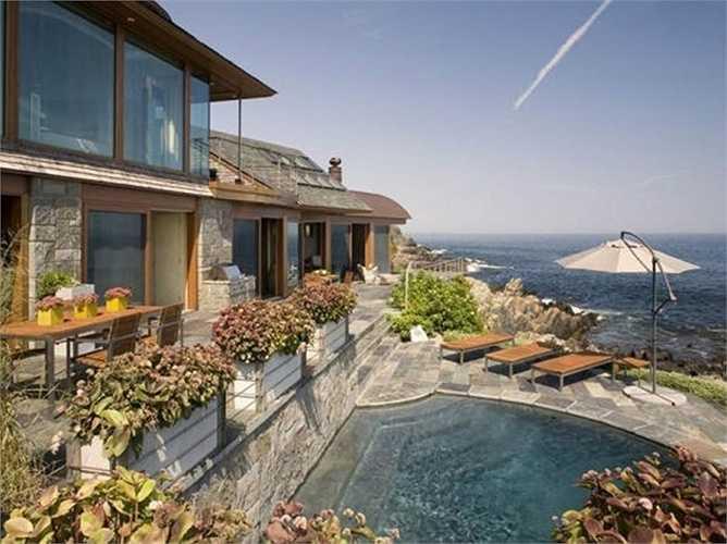Biệt thự tuyệt đẹp làm bằng gỗ, kính bên bờ biển Maine (Mỹ). Nơi đây có phong cảnh hữu tình với không gian thoáng đãng nhìn ra biển, giá mỗi biệt thự hơn 28 triệu USD