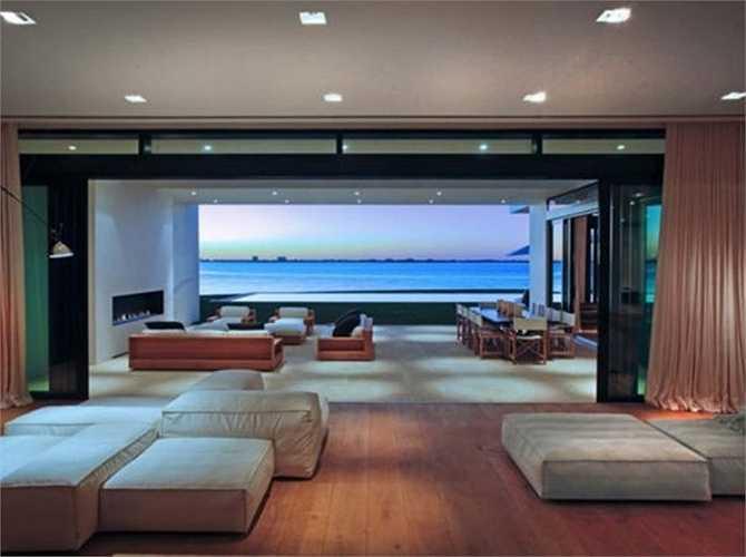 Khu biệt thự bên bờ biển ở Miami với những căn nhà rộng. Trong đó có 9 phòng ngủ, 11 phòng tắm, giá bán lên đến 38 triệu USD