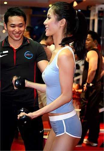 Người mẫu Thái Hà với vóc dáng thanh mảnh
