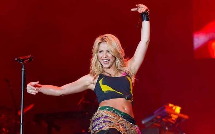 8. Shakira Mebarak - Thật không thể phủ nhận sức hút của cô ca sĩ sở hữu 'bản thu âm bán chạy nhất thế kỉ 21' và 'bài hát World Cup bán chạy nhất mọi thời đại này'. Hiện nay, Facebook của cô được hơn 100 triệu người theo dõi bởi chính vẻ đẹp cũng như tài năng của cô.