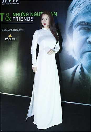 Ngoài ra, nữ diễn viên 'Hương Ga' cũng điểm lại một số hoạt động nổi bật của quỹ đã thực hiện được trong suốt thời gian qua.