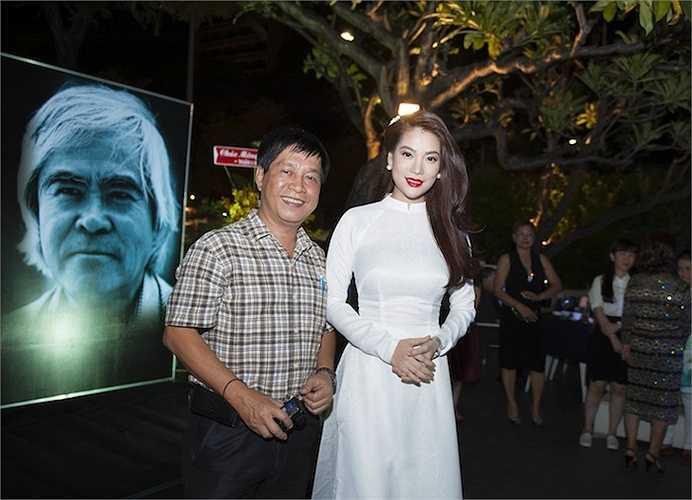 Ở phần đấu giá vật phẩm, Trương Ngọc Ánh kêu gọi các tổ chức, cá nhân mua những bức ảnh của nhà báo Nick Út – tác giả bức ảnh 'Em bé Napalm' nổi tiếng thế giới.
