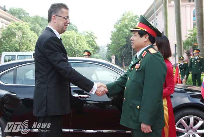 Đại tướng Phùng Quang Thanh chào mừng Ngài Martin Glvac sang thăm và làm việc tại Việt Nam