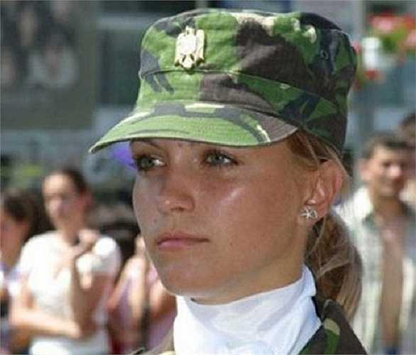 Romania: Quân đội Romania có thể không mạnh nhất thế giới nhưng quân đội của họ được xem là có nữ quân nhân đẹp nhất thế giới