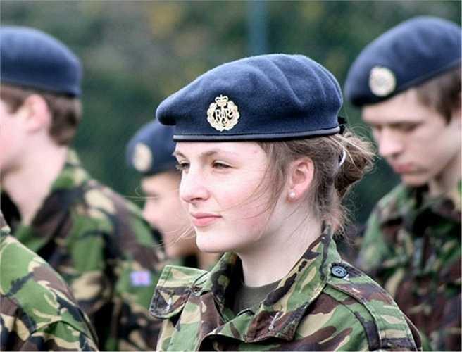 Cộng hoà Czech: Trước đây, nước này không cho phép phụ nữ phục vụ trong quân đội cho đến khi Thế chiến II nổ ra
