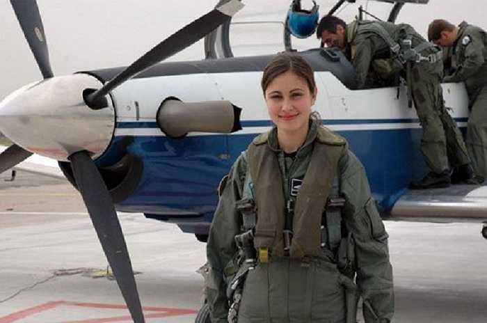 Ngày nay họ có thể tham gia vào hầu hết các đơn vị quân đội bao gồm cả phi công lái máy bay