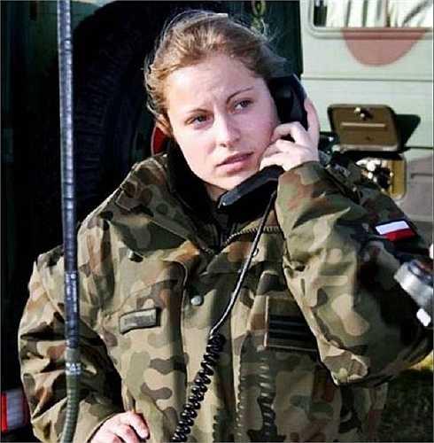 Vẻ đẹp rắn rỏi của nữ binh sĩ trong quân đội Ba Lan