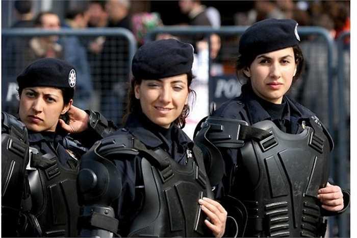 Phụ nữ được tham gia quân đội Hoàng gia Anh từ đầu những năm 1990 nhưng họ không được tham gia các hoạt động chiến đấu