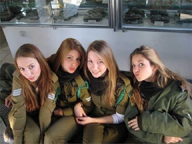 Ở Israel nữ đủ 18 tuổi phải đi nghĩa vụ quân sự