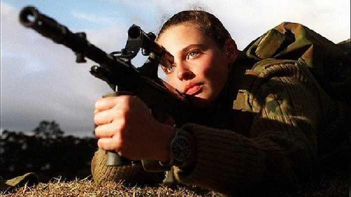 Australia: Nữ quân nhân Australia bắt đầu được phục vụ trong quân đội Australia từ năm 1899