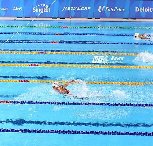 Khoảng thời gian gần 1 giây trên đường bơi là rất khó san bằng. Ánh Viên kết thúc ngày thi đấu hôm qua bằng chiếc HCV thứ 6.(Ảnh: Phạm Thành)
